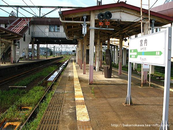 宮内駅の島式ホーム(4-5番線)その2