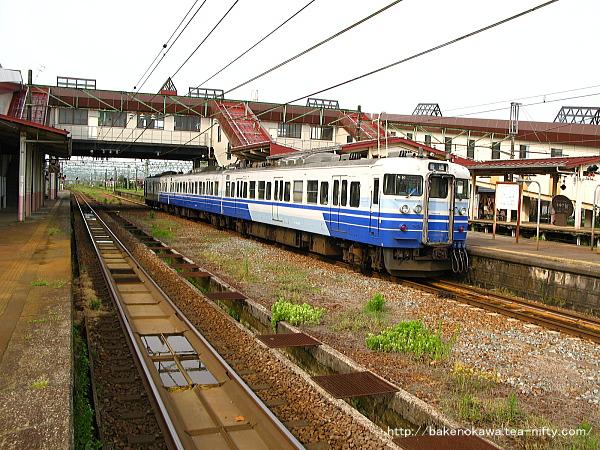 宮内駅に停車中の115系電車その1