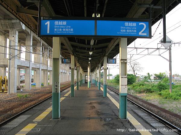 北長岡駅の島式ホームその1