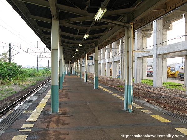 北長岡駅の島式ホームその4
