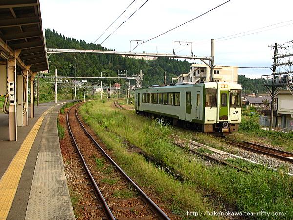 越後川口駅に進入するキハ110系気動車