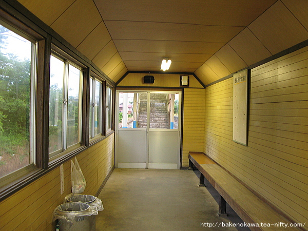 旧島式ホーム上の待合室その2