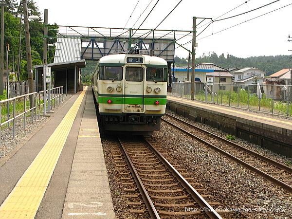 鯨波駅を出発する115系電車その1