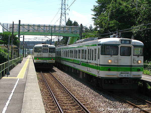 茨目駅に停車中の115系電車その2