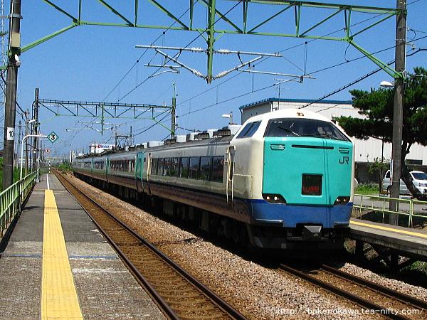茨目駅を通過する485系電車快速「くびき野」
