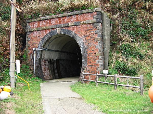 笠島駅近くの廃トンネルその2