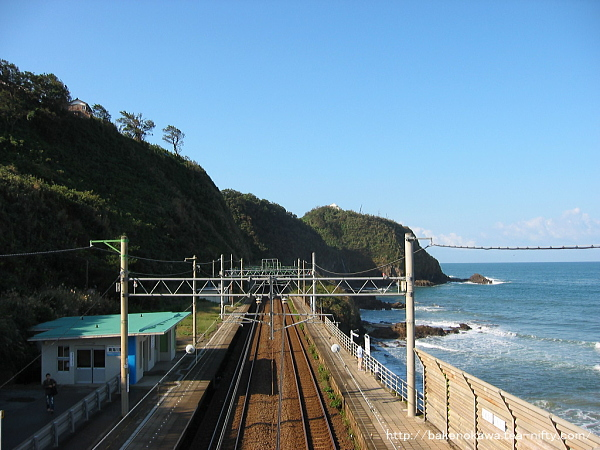 跨線橋上から見た中越沖地震前の構内その1
