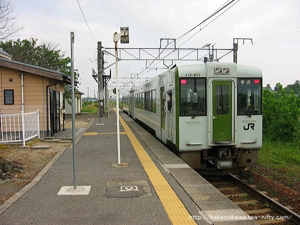 神山駅を出発するキハ110系気動車