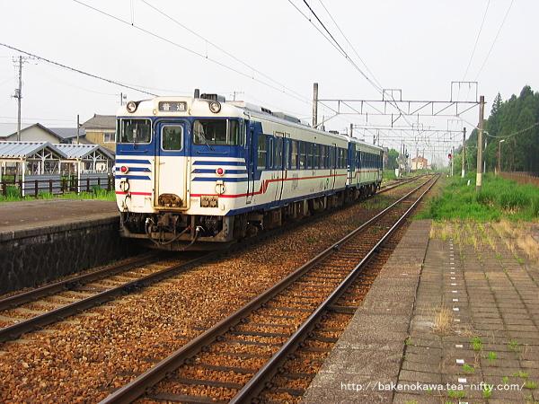 水原駅を出発したキハ47