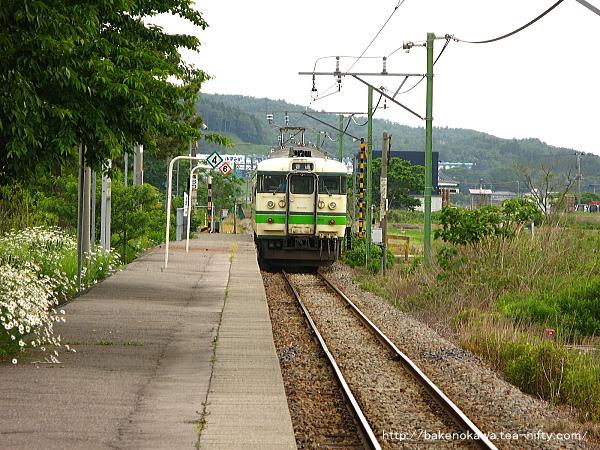 妙法寺駅を出発する115系電車その2