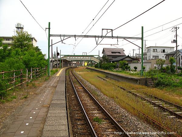 東柏崎駅のホームその1