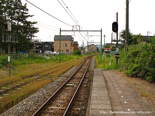 東柏崎駅のホームその2