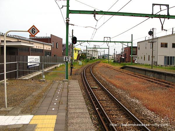 東柏崎駅のホームその5