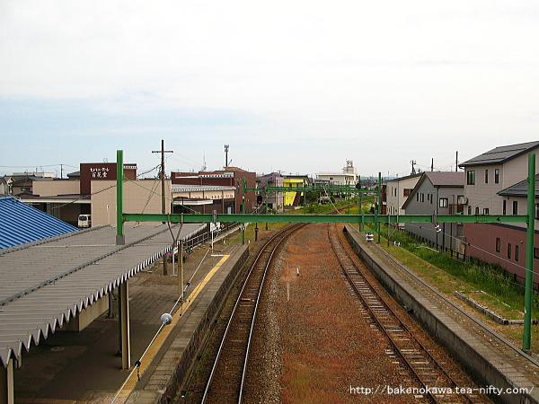 自由通路上から見た東柏崎駅構内その1