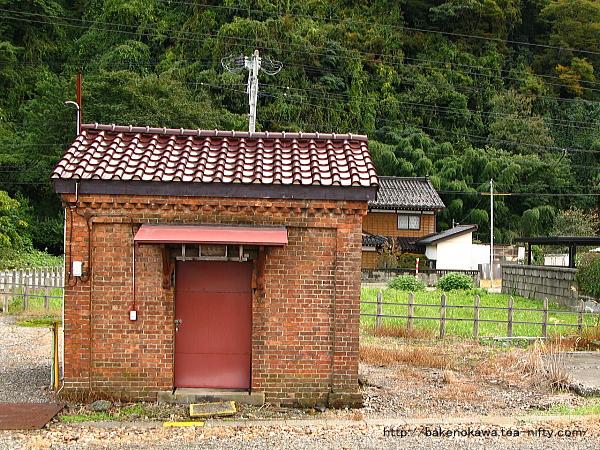 構内の煉瓦小屋