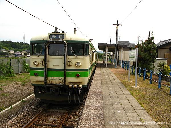 西中通駅を出発する115系電車その1