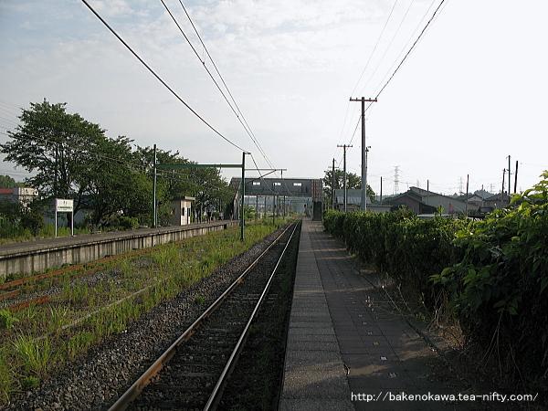 西山駅の1番ホームその1
