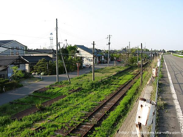 堤防道路から見た味方駅構内その2