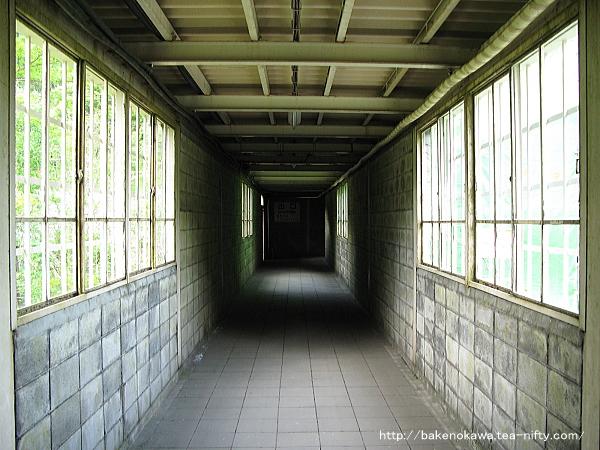 土合駅地下ホームへの通路その1