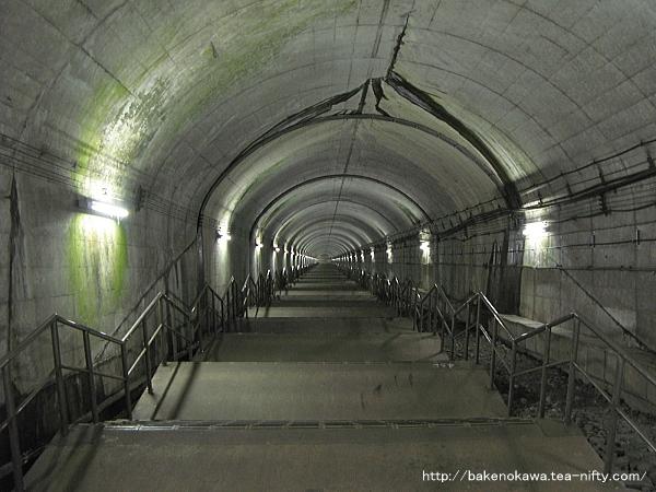 土合駅地下ホームへの通路その3