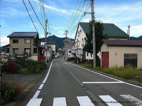 越後中里駅至近の県道