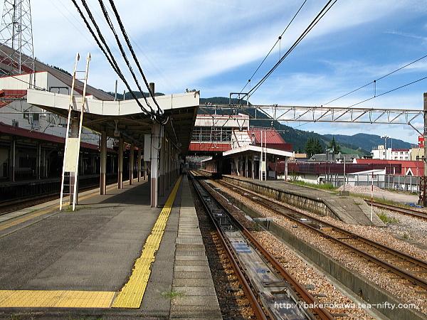 越後湯沢駅の島式ホームその2
