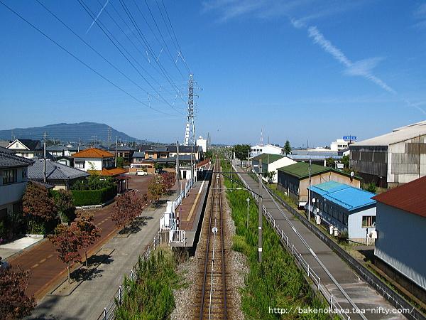 歩道橋上から見た北吉田駅周辺