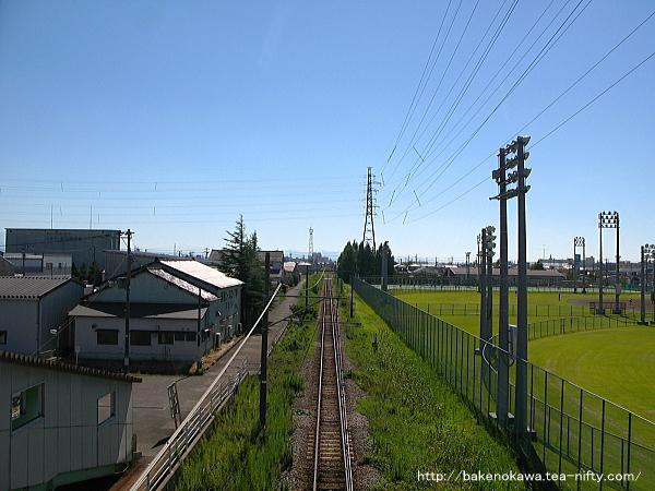 歩道橋上から見た越後線の吉田方