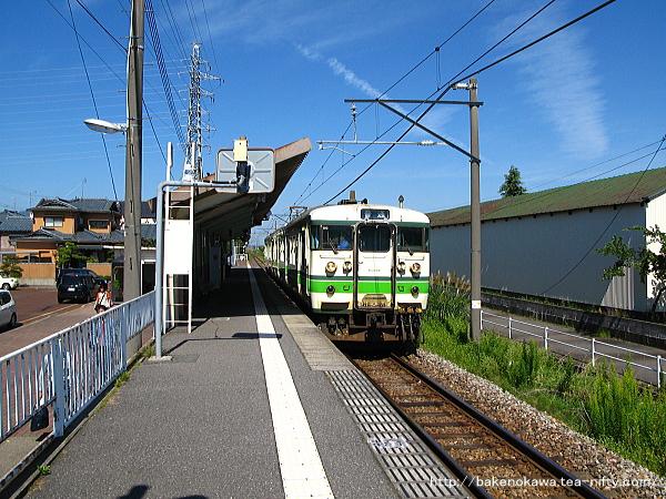 北吉田駅に停車中の115系電車
