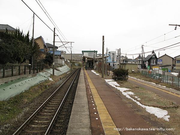 寺尾駅の島式ホームその1