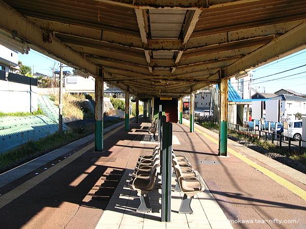 寺尾駅の島式ホームその3