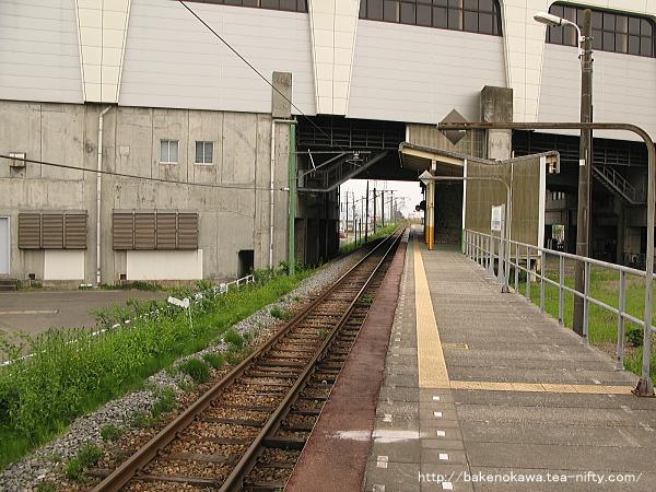 燕三条駅の弥彦線ホームその1