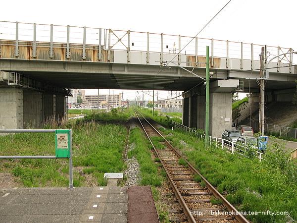 燕三条駅の弥彦線ホームその2