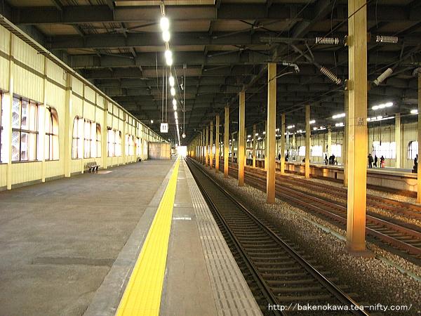 燕三条駅の新幹線構内その2