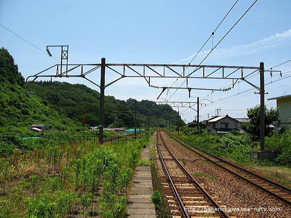 間島駅の島式ホームその五