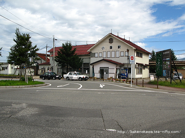 小国駅駅舎