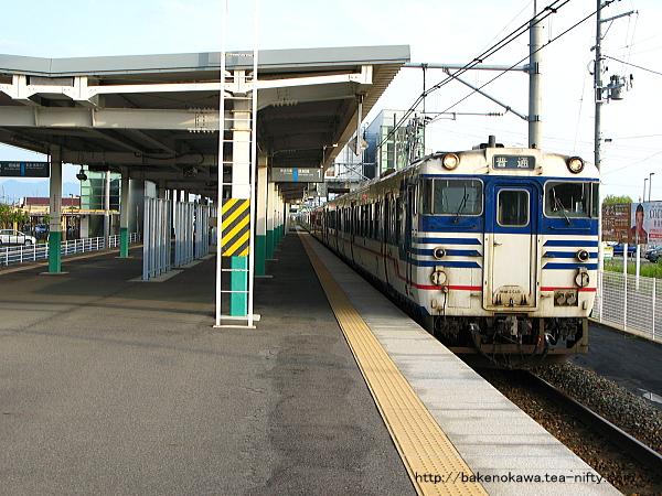 亀田駅に停車中のキハ40系気動車