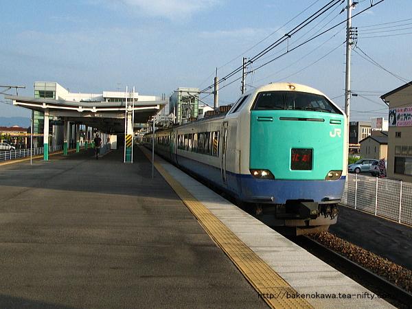 亀田駅を通過する485系電車特急「北越」その2