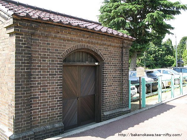 馬下駅のレンガ積みのランプ小屋