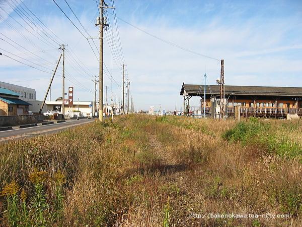 電車の見学を終えて、村松の街中に足を踏み出しつつ振り返って一枚