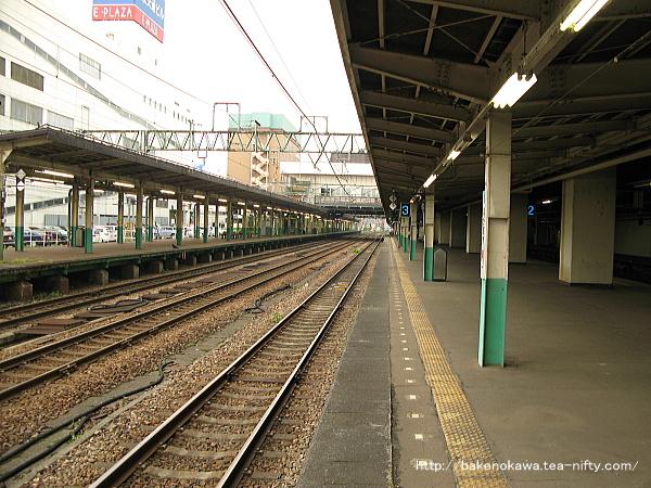 長岡駅の島式ホーム(2-3番線)その4