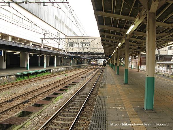 長岡駅の島式ホーム(4-5番線)その1