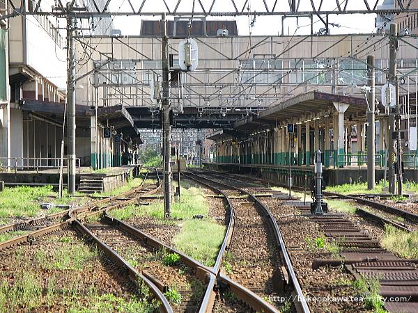 踏切から見た長岡駅構内その2