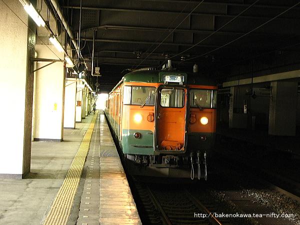 長岡駅で待機中の115系電車その1