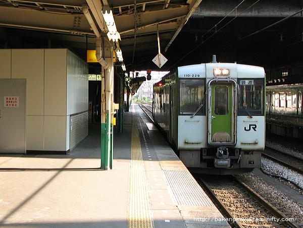 長岡駅で待機中のキハ110系気動車