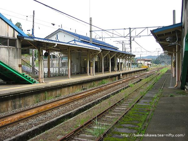 同じく長鳥駅方から見た旧駅舎時代の構内