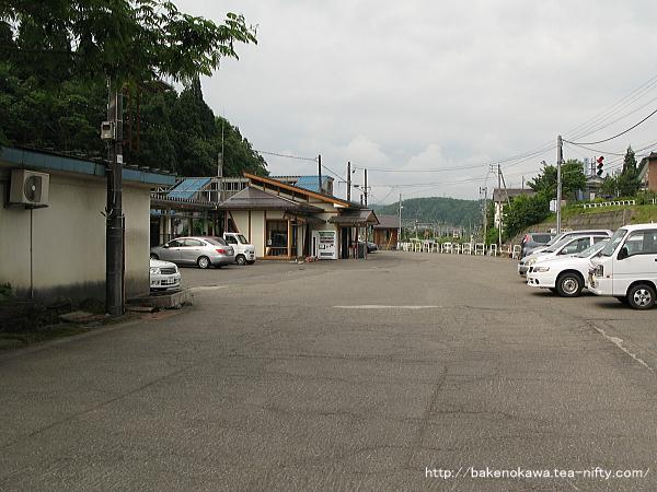 塚山駅駅前広場の様子