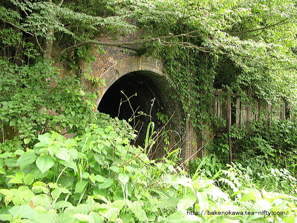 塚山-越後岩塚間複線化で廃棄された塚山第三トンネル