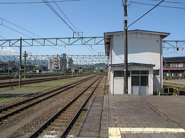 直江津駅の1-2番島式ホームその2
