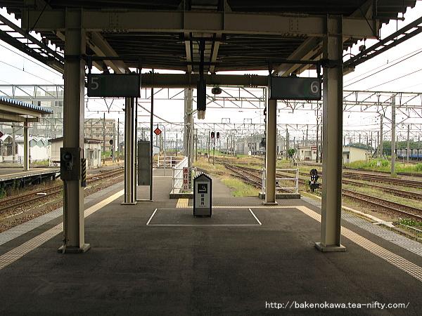 直江津駅の5-6番島式ホームその2